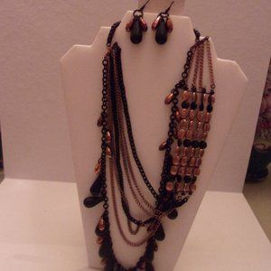 NWT LOVELY STATEMENT NECKLACE/EARRINGS. NWT TUB2-1